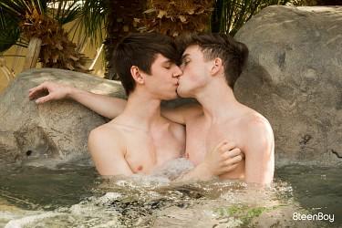 Hot Tub Twink Machine photo 1