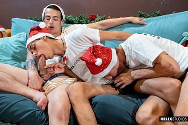 Red Hot Festivities   Part 3: Santa's Gift photo 1