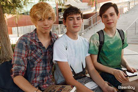 Schoolboy Threesome?> - 2